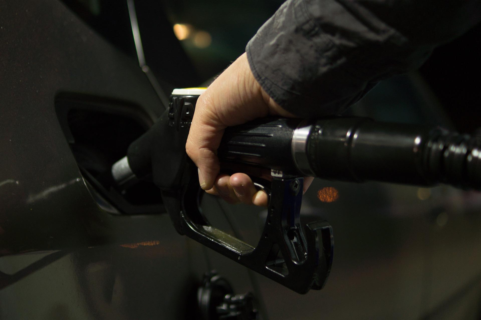 petrol 996617 1920 - Dicas infalíveis para economizar gasolina