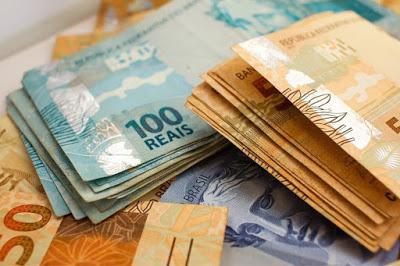 salario minimo dinheiro - Foi divulgado o novo valor do salário mínimo para 2021, e os salários vão mudar.