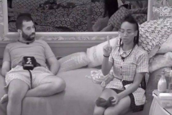 Karol Conka Globoplay ultimasnews - BBB21: Karol Conká fala absurdo de Juliette e Globoplay desliga transmissão; Entenda