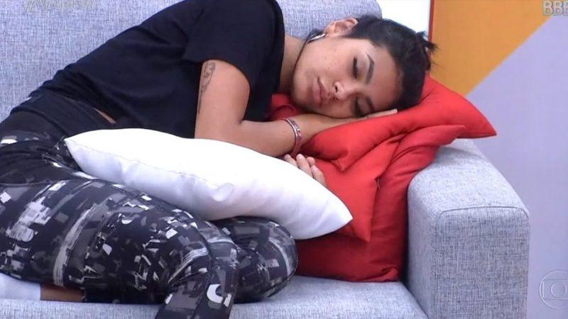 Pocah dormindo - Após Tiago Leifert criticar a cantora Pocah ao vivo noivo revela o motivo dela dormir demais no BBB21; Vídeo