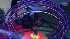 bbb 21 tombo de caio em festa 300x169 - Caio escorrega, cai em festa do BBB21 e sua situação pode ser grave; Assista o vídeo!
