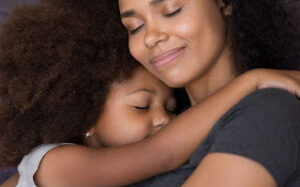 mae sozinha 300x187 - Auxílio emergencial para mães solteiras de R$ 1.200 pode se tornar fixo; conheça projeto em andamento