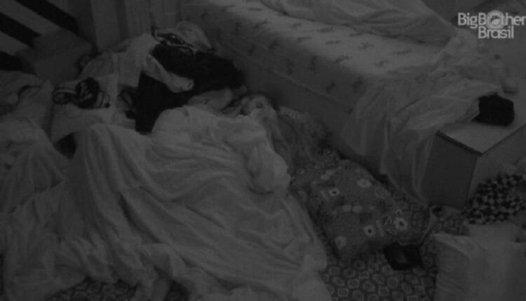 bbb 21 arthur e carla se pegam antes de dormir 4574454544 750x430 - BBB21: Carla e Arthur movimentam edredom de madrugada com cenas quentes e choca web; assista ao vídeo