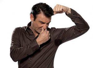 meu namorado cheira mal - 5 coisas que os homens escondem, mas nunca dizem; a 3ª dá nojo