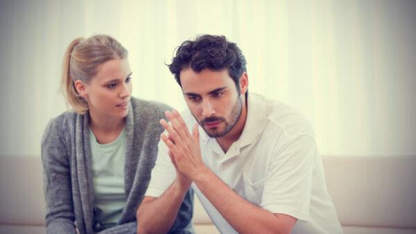 casal chateado2021 e1617392222954 - 4 coisas que todo homem deseja de uma mulher em um relacionamento mas não sabe como pedir