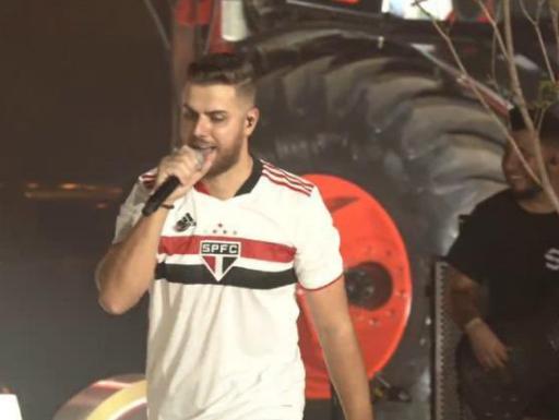 zenetocristianoo - Zé Neto é acusado de homofobia após vestir camisa de time do São Paulo e imitar um gay